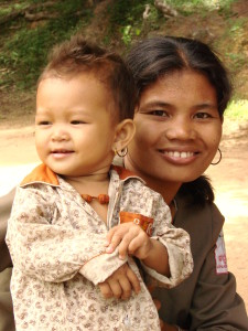 Mother_and_Child_-_Neak_Pean_-_Angkor_-_Cambodia